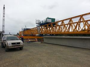 Launching gantry with Super-Tee precast concrete bridge beam